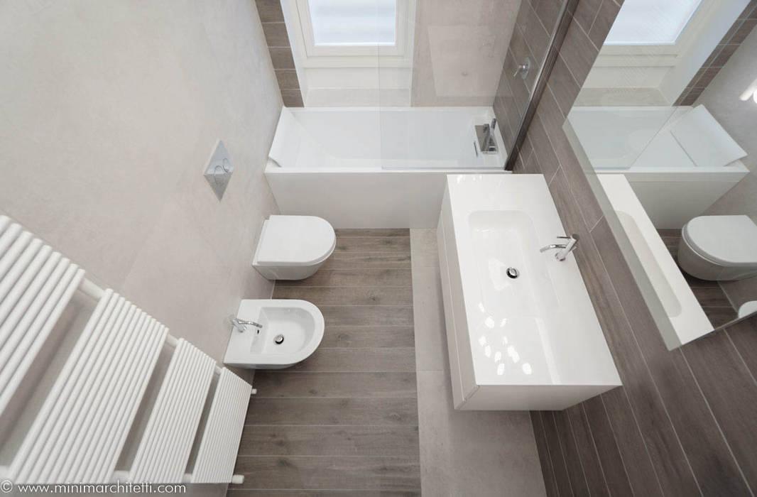 """BAGNO """"CAPANNA"""": Bagno in stile  di MINIMA Architetti"""