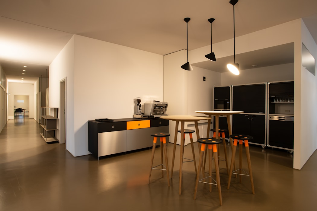 сучасний  by OXIT GmbH - Innenarchitekten in Stuttgart, Сучасний