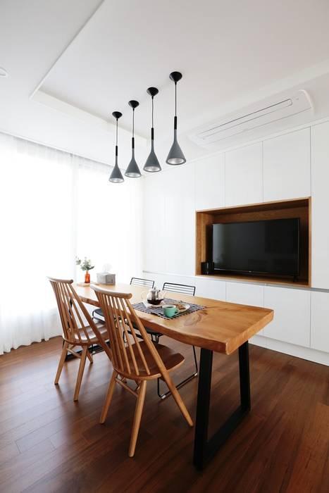 Comedores de estilo moderno de 더집디자인 (THEJIB DESIGN) Moderno