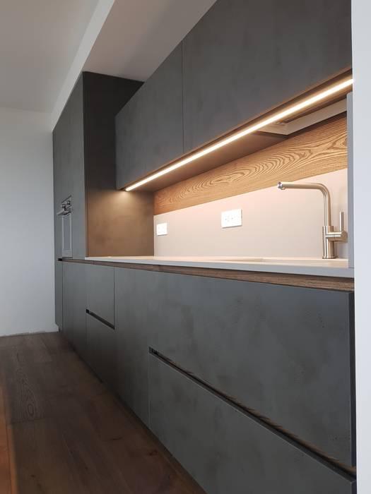 Pensili cucina e illuminazione: cucina in stile di arredamenti piva ...