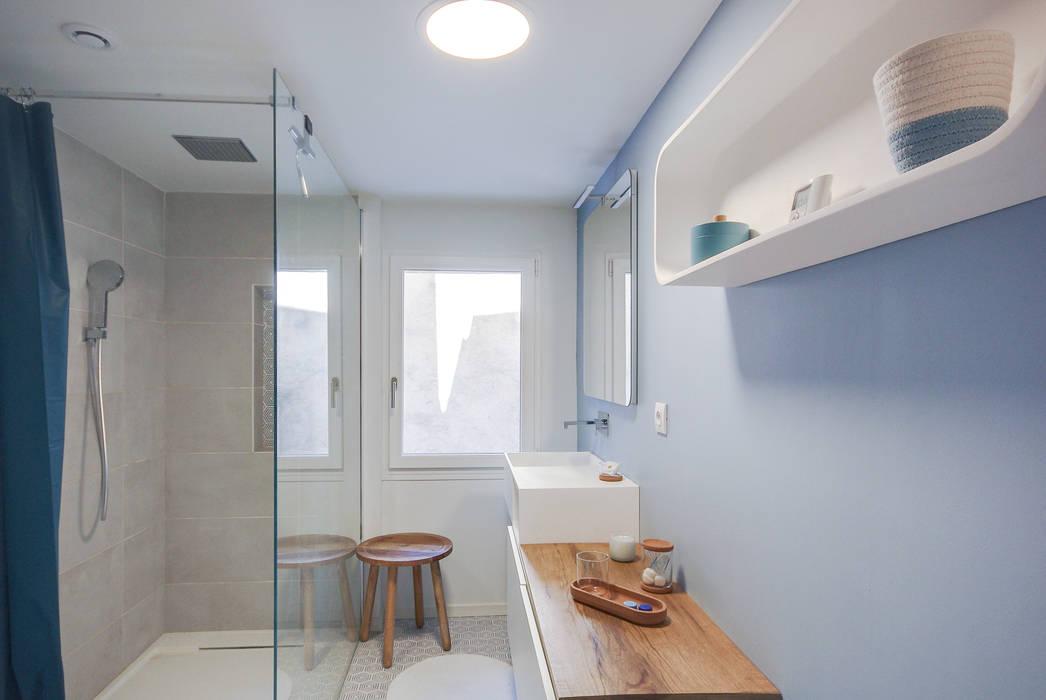 Transformation d'un appartement en duplex: Salle de bains de style  par Laurence Meyer Architecture d'Intérieur et Décoration (LMAID),