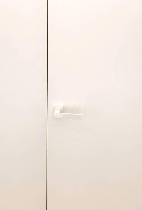 Eseiesa Arquitectos Minimalist clinics White