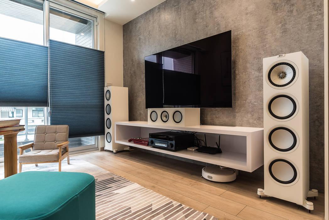 Living room by 誠 空間美學製作, Minimalist Concrete