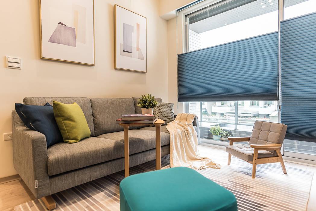 Living room by 誠 空間美學製作, Minimalist Solid Wood Multicolored