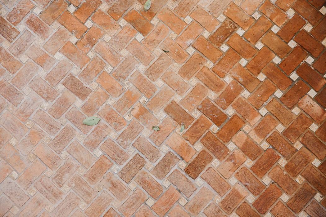 by DELSUR arquitectos Rustic Bricks