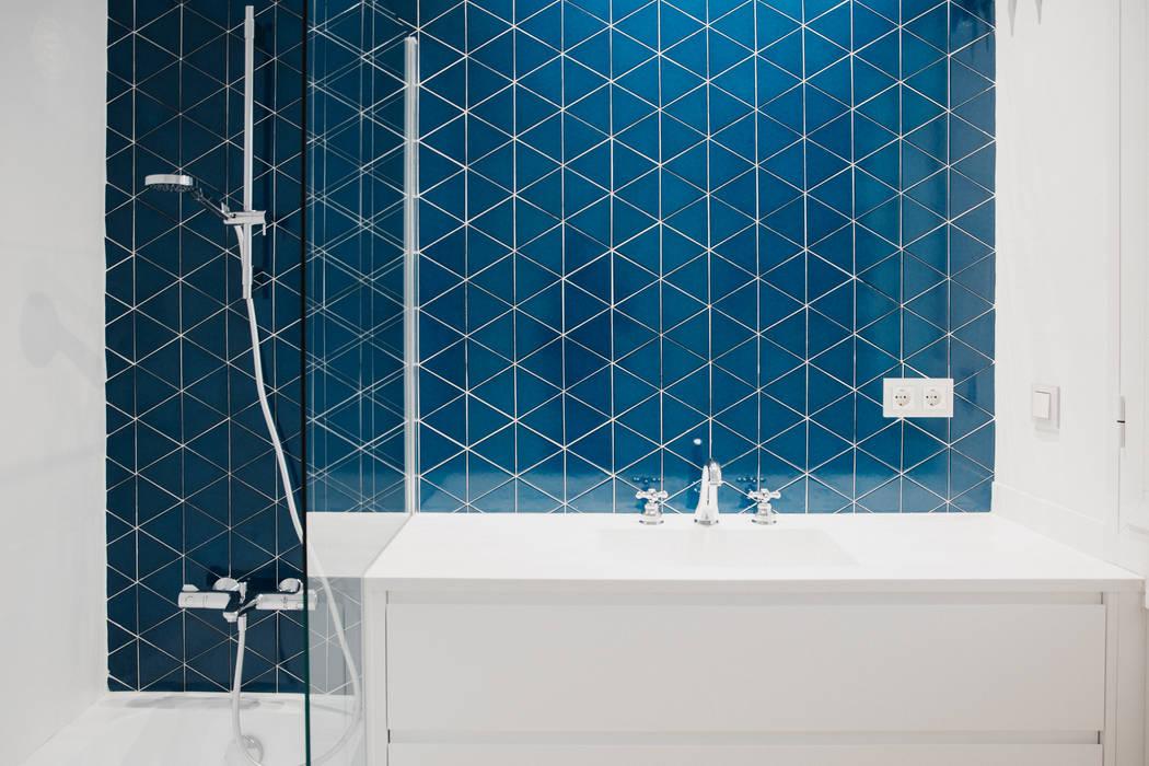 Baño planta primera. Baños de estilo minimalista de DELSUR arquitectos Minimalista Cerámico