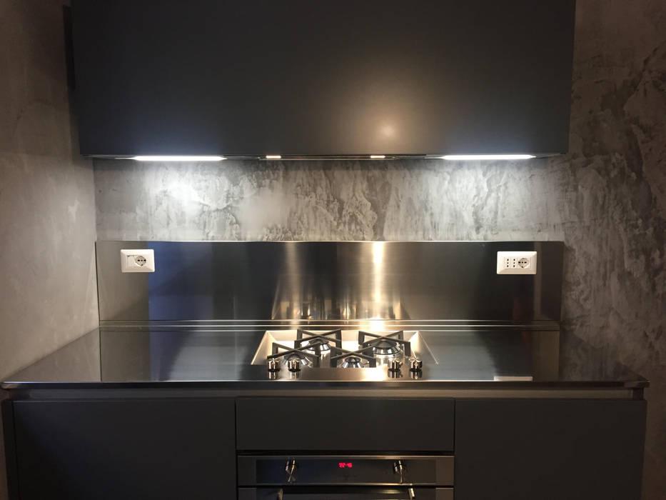 Cucine piccole e piani di lavoro: cucina in stile di ...