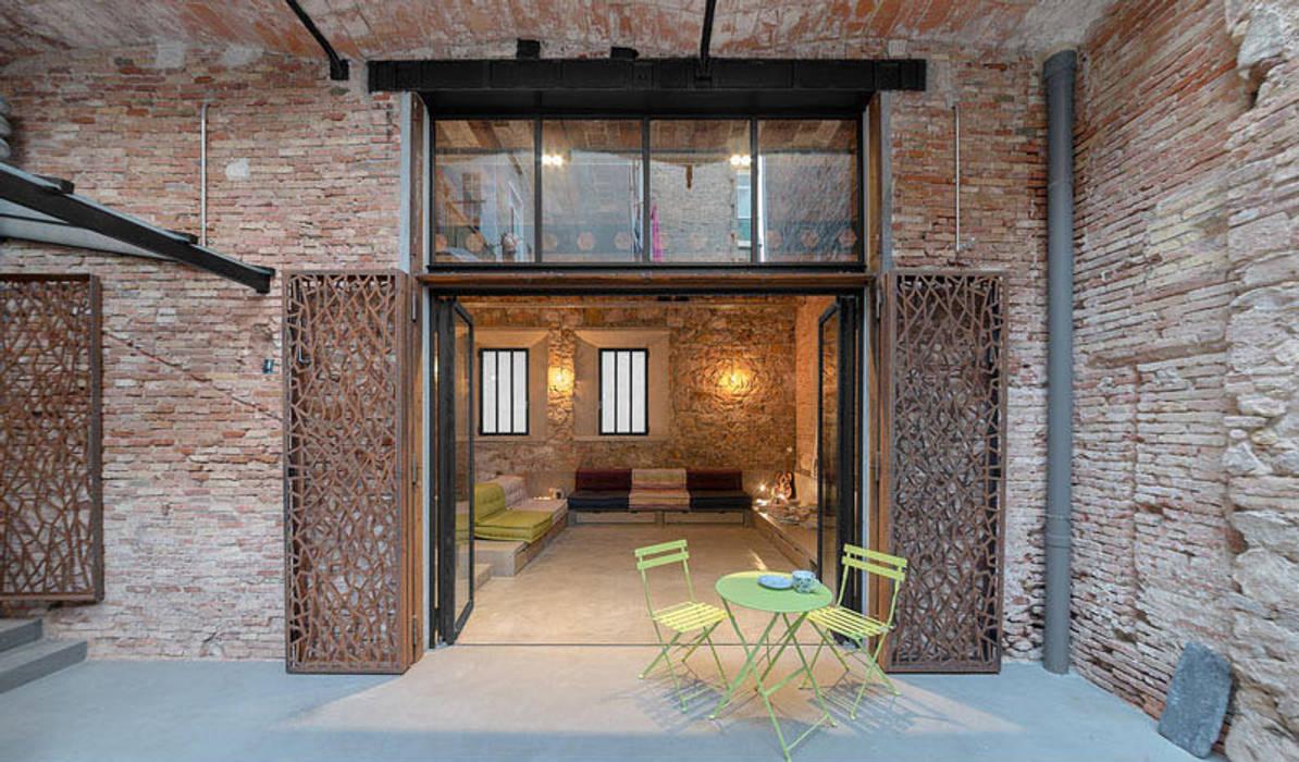 Vip Dekorasyon – Eski Bir Atolyenin Yaşanabilir Mekana Dönüşümü:  tarz Cam kapılar