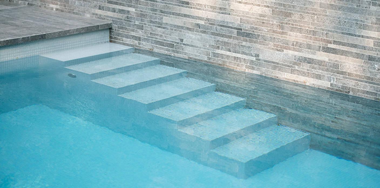 Trap van zwembad Minimalistische zwembaden van Studio REDD exclusieve tuinen Minimalistisch