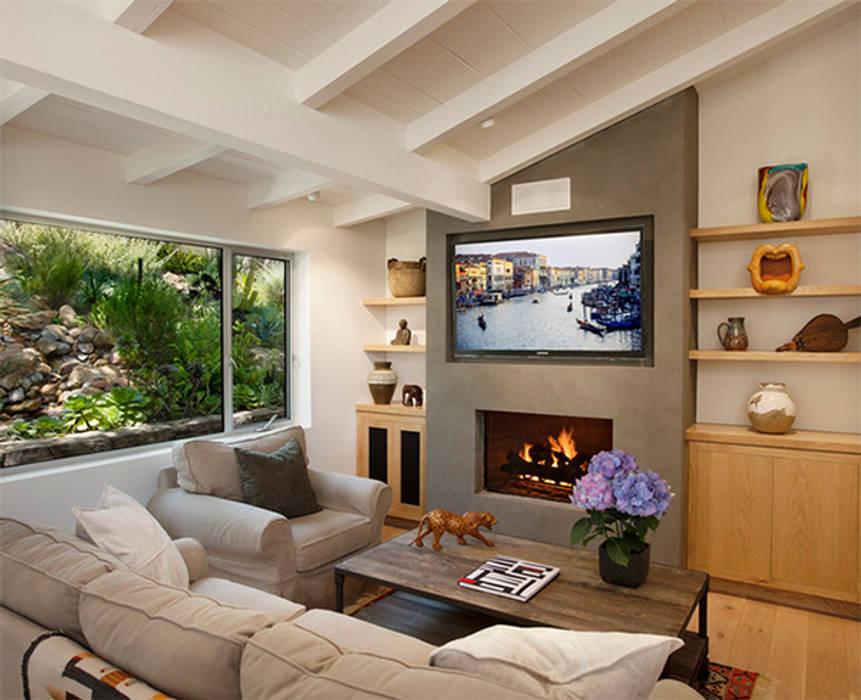 Phòng khách ngôi nhà tại Đà Lạt Phòng khách phong cách mộc mạc bởi DOLANHA Mộc mạc