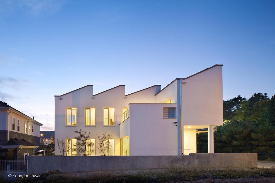 외관: 건축사사무소 모뉴멘타의  전원 주택