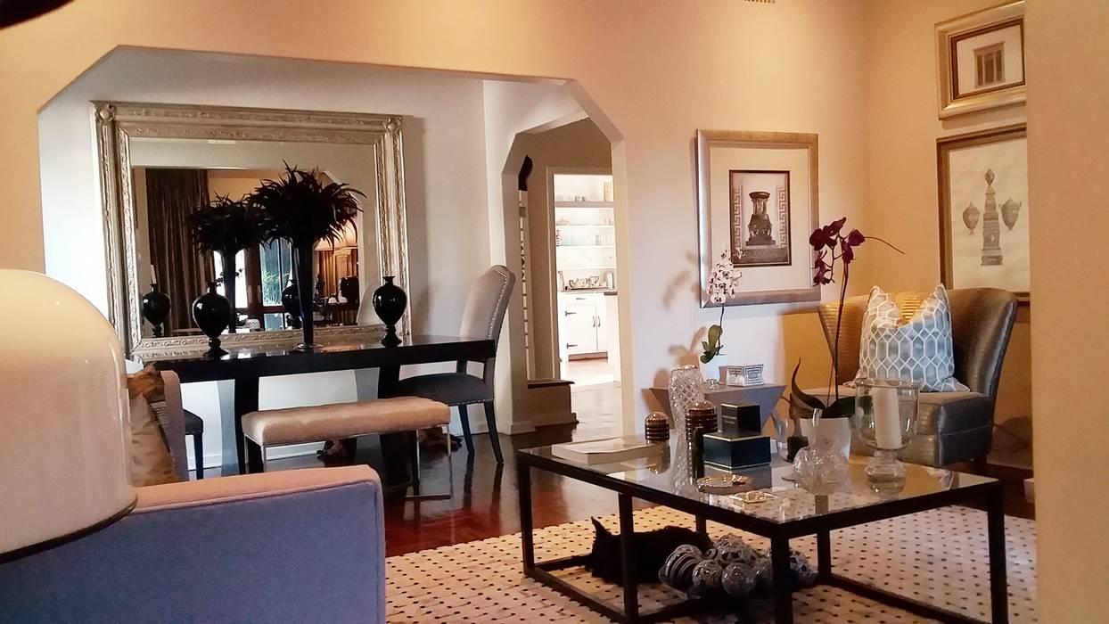 Effortless Suburban Elegance:  Living room by CKW Lifestyle