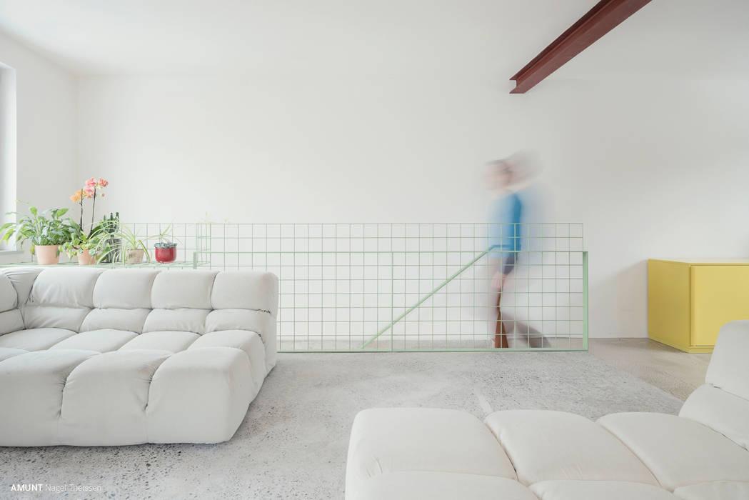 Wohnplateau:  Wohnzimmer von AMUNT Architekten in Stuttgart und Aachen