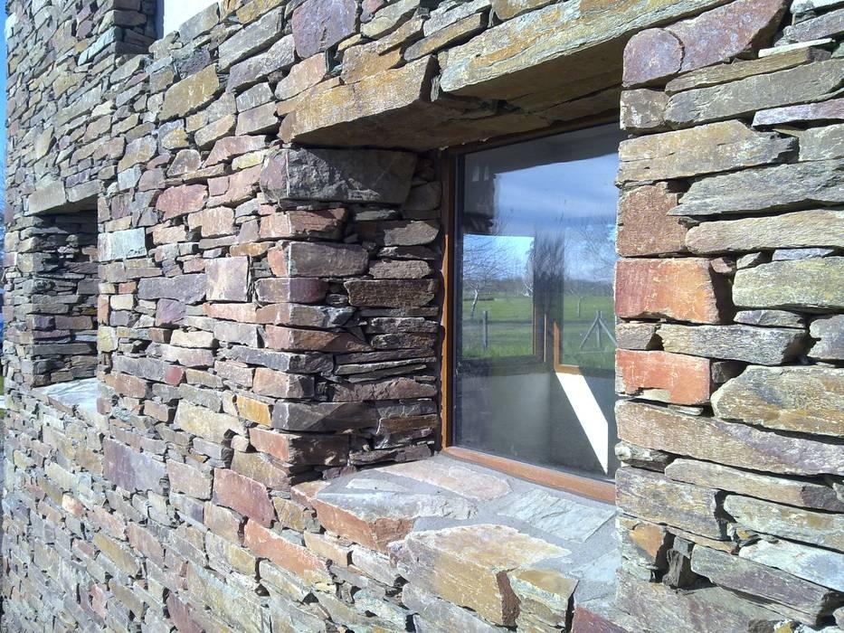 Paredes y pisos de estilo moderno de Bugna Piedras Moderno