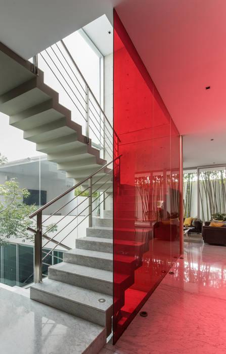 CASA  NEO : Escaleras de estilo  por TaAG Arquitectura, Moderno