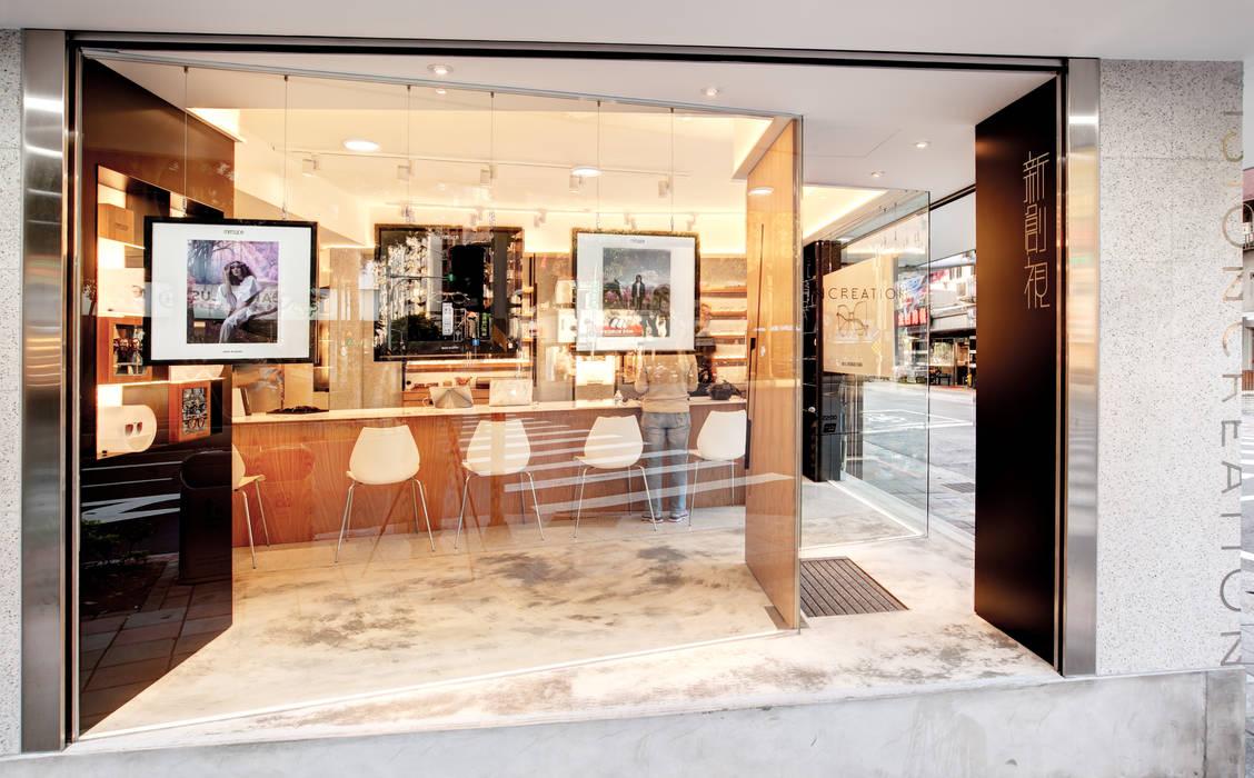 顛覆傳統並充滿視覺享受的眼鏡舖:  辦公空間與店舖 by On Designlab.ltd