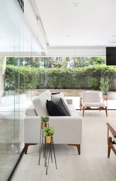 by Mirá Arquitetura Modern Marble