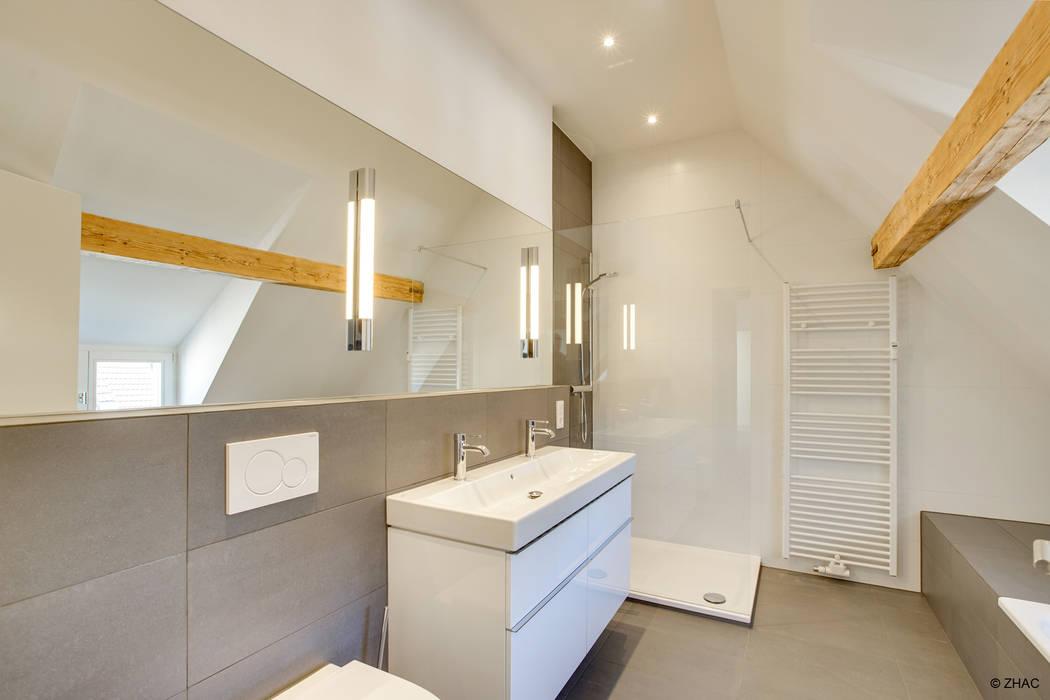 Gründerzeithaus A Moderne Badezimmer von ZHAC / Zweering Helmus Architektur+Consulting Modern