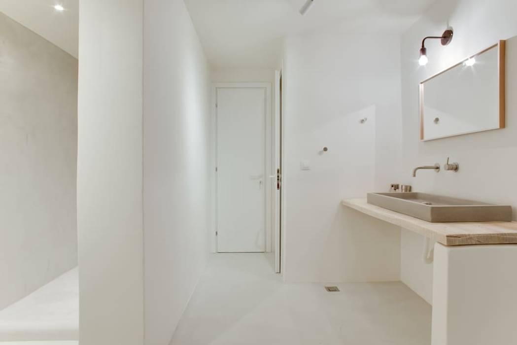 Fugenloses bad beton in weiss moderne badezimmer von beton2 ...