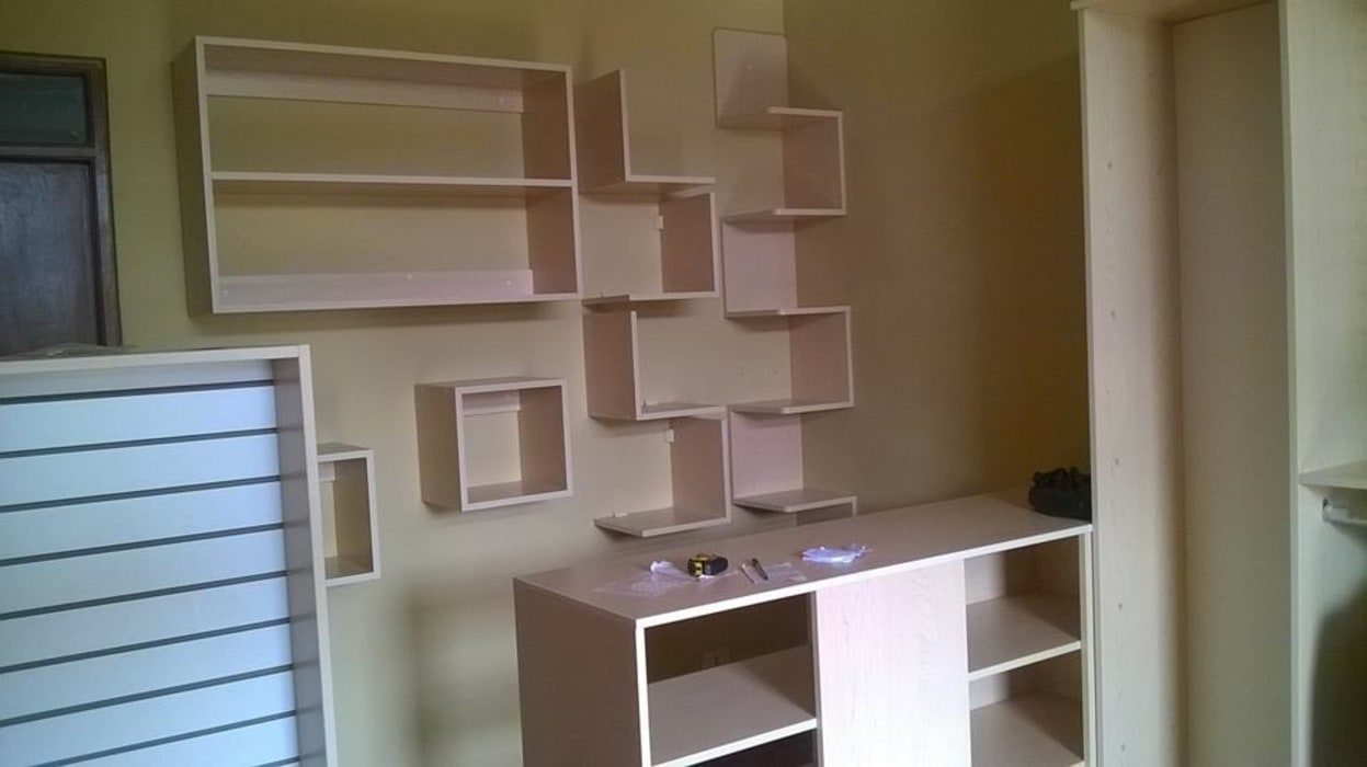 Repisas y módulo de atención : Oficinas y Tiendas de estilo  por ARDI Arquitectura y servicios