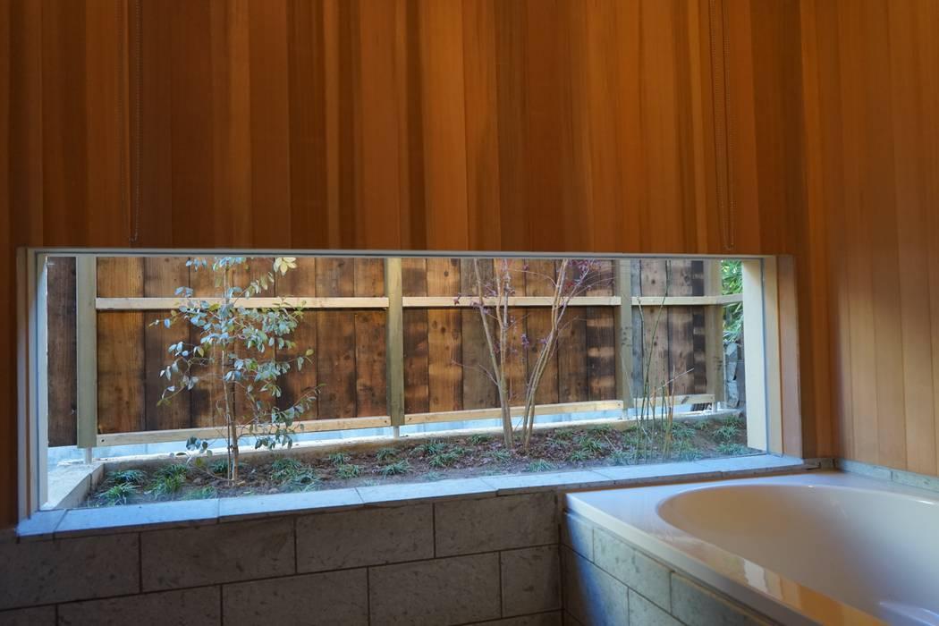 バスコートを見る: 株式会社高野設計工房が手掛けた浴室です。