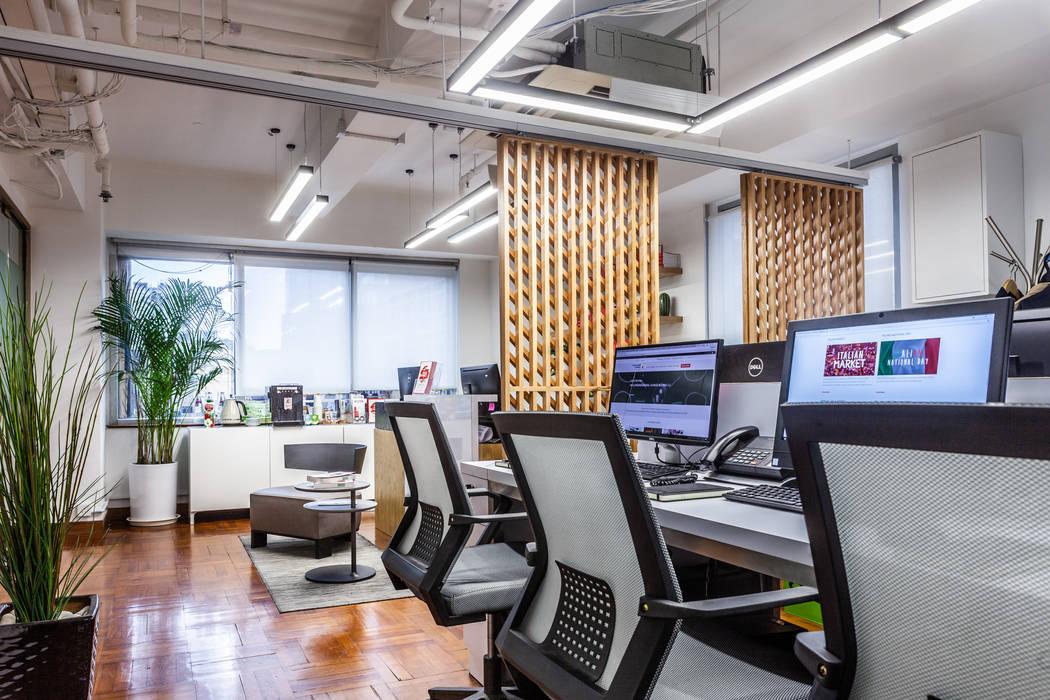 Oficinas y tiendas de estilo moderno de M2A Design Moderno