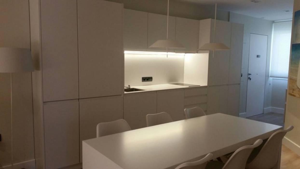 Kitchen by Qum estudio, tienda de muebles y accesorios en Andalucía ,