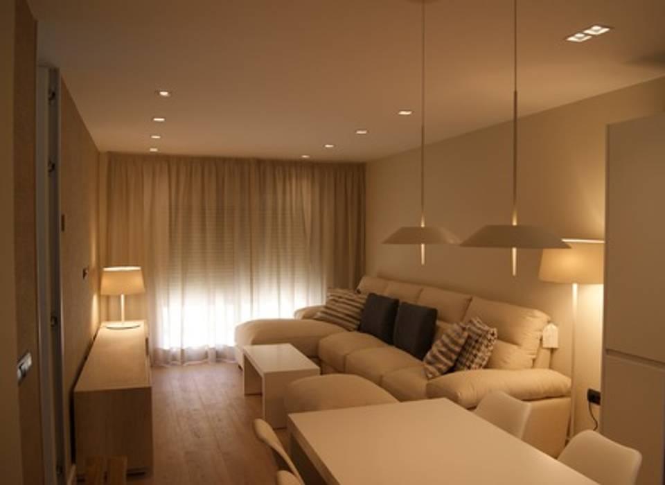 by Qum estudio, tienda de muebles y accesorios en Andalucía Modern