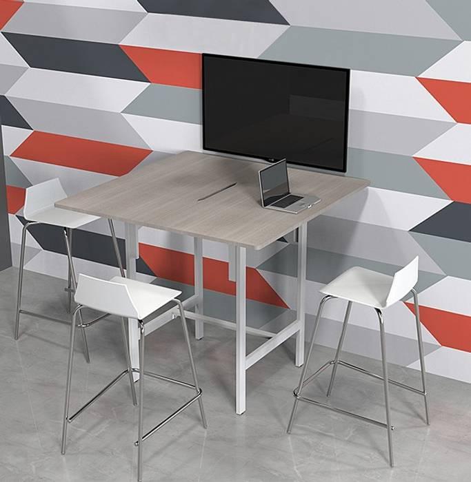 Mesa Alta Estudios y despachos modernos de GREAT+MINI Moderno