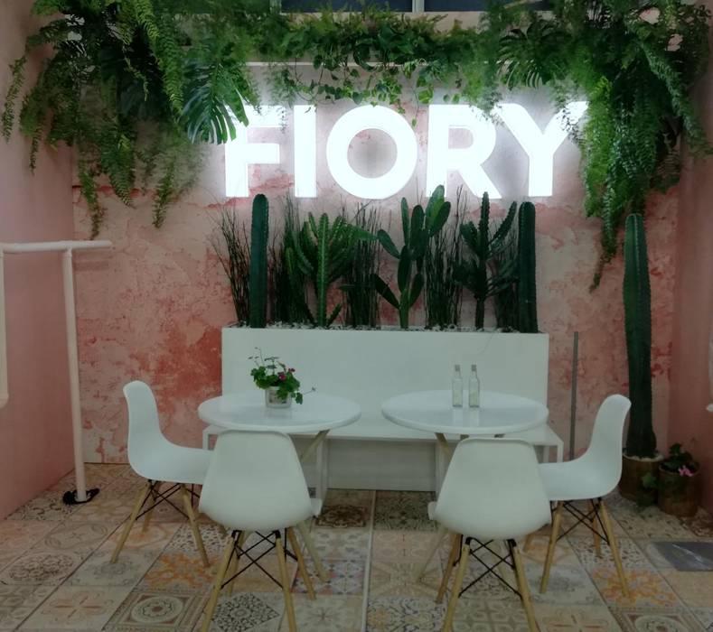 Stand Fiory: Espacios comerciales de estilo  por Decó ambientes a la medida,