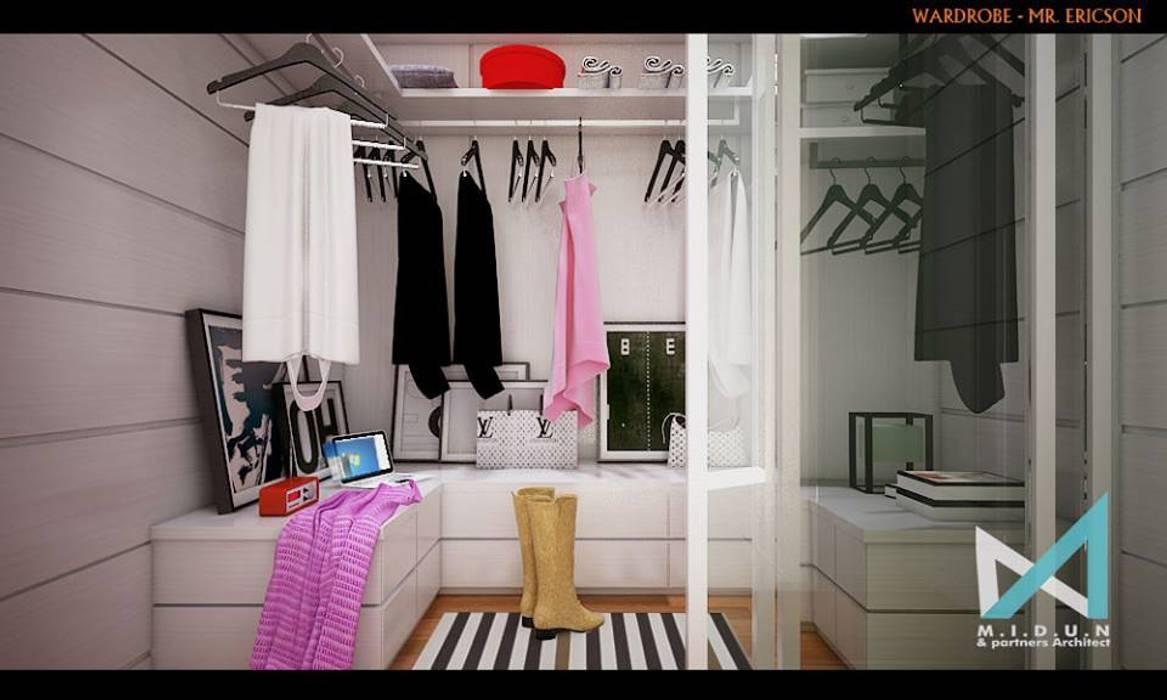 ER HOUSE: Ruang Ganti oleh midun and partners architect, Eklektik