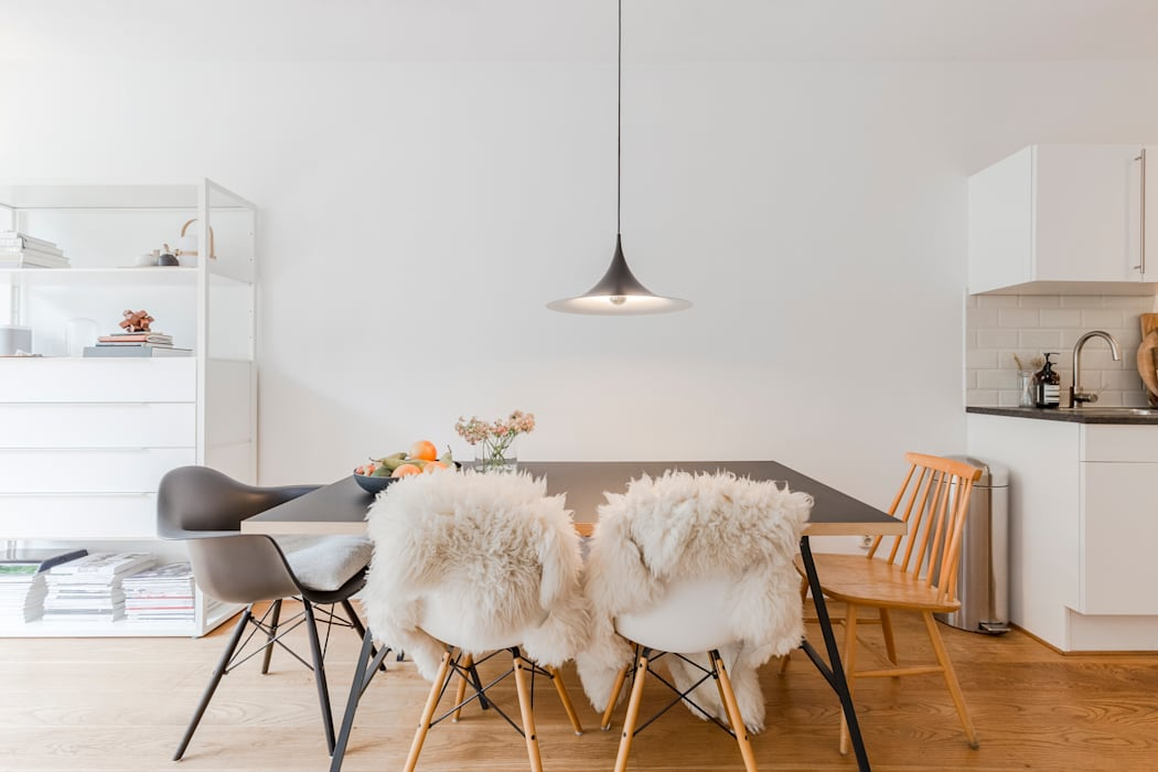 Eetkamer styling - home staging | Verkoopstyling TheGreenHouse Amsterdam:  Eetkamer door THE GREEN HOUSE Home staging, Minimalistisch