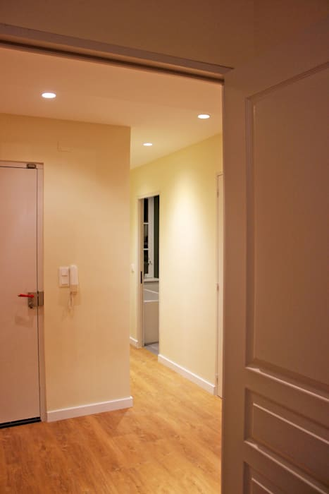 APPARTEMENT T4 A STRASBOURG Agence ADI-HOME Couloir, entrée, escaliers modernes Briques Blanc