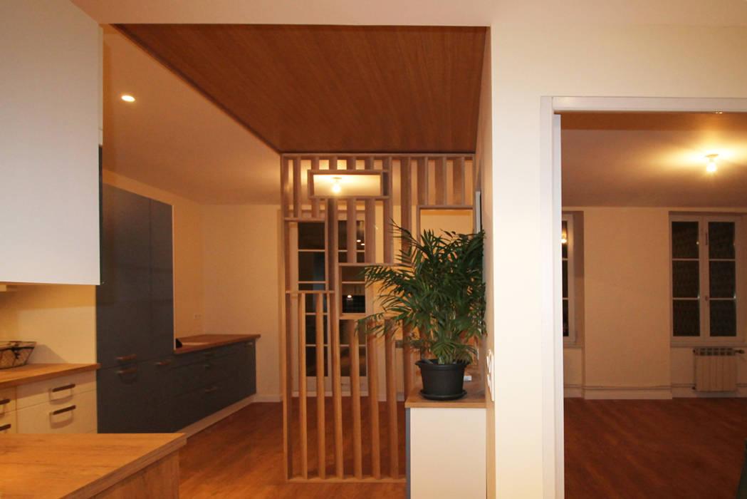 Agence ADI-HOME Modern corridor, hallway & stairs Solid Wood Wood effect