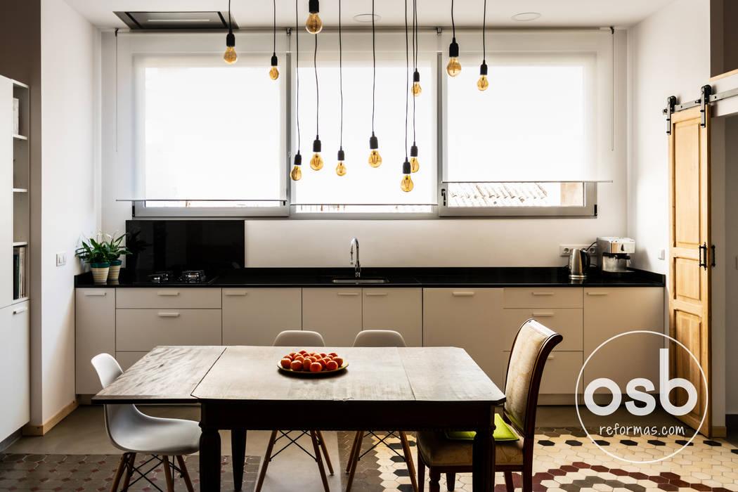 osb arquitectosが手掛けたキッチン収納, 地中海 合板(チップボード)