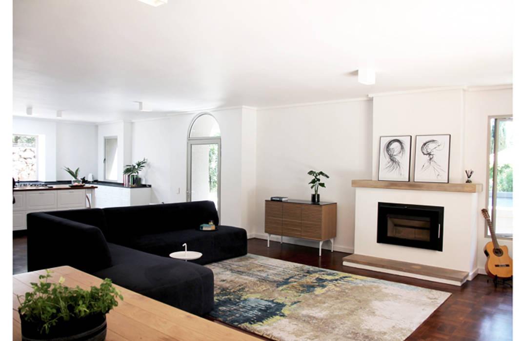 Lounge:  Living room by Metaphor Design