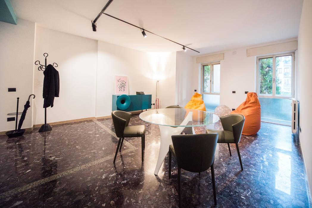 Sala da Pranzo: Sala da pranzo in stile  di PADIGLIONE B