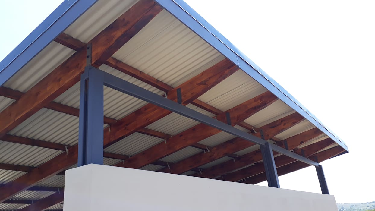 Exposed Trusses:  Flat roof by REIS, Modern Iron/Steel