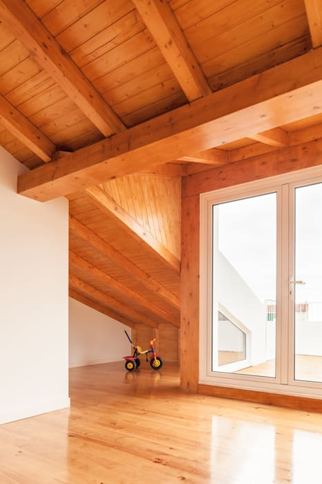 TQ62: Telhados  por Boost Studio,Moderno Madeira Acabamento em madeira