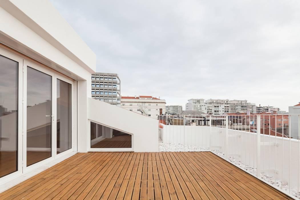 TQ62 Varandas, marquises e terraços modernos por Boost Studio Moderno Madeira Acabamento em madeira