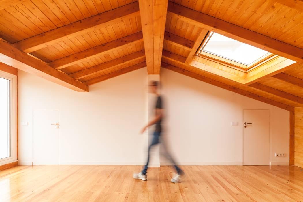 TQ62 Spa moderno por Boost Studio Moderno Madeira Acabamento em madeira