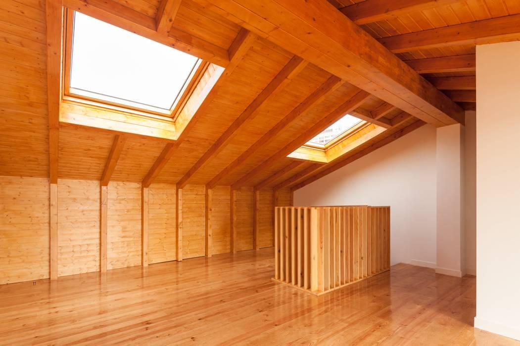 TQ62 por Boost Studio Moderno Madeira Acabamento em madeira