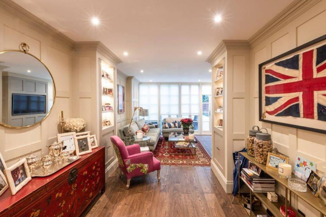 Knightbridge renovation:  Living room by Prestige Architects By Marco Braghiroli, Classic