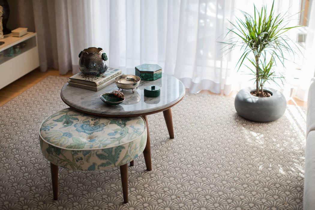 Mesa de centro - Sala de estar - Moradia em Leça da Palmeira - SHI Studio Interior Design: Sala de estar  por SHI Studio, Sheila Moura Azevedo Interior Design