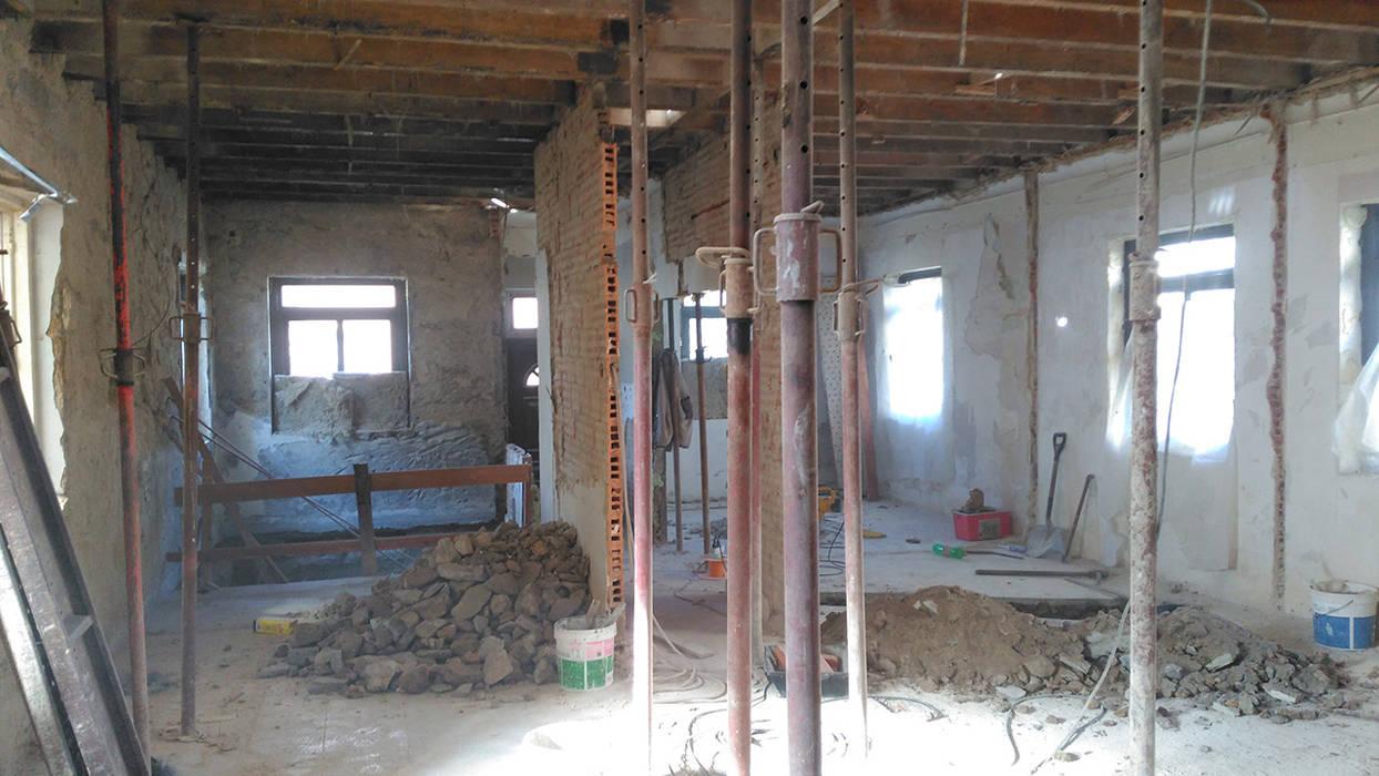 Piso 1 (Antes) Moradia em Leça da Palmeira - SHI Studio Interior Design:   por SHI Studio, Sheila Moura Azevedo Interior Design
