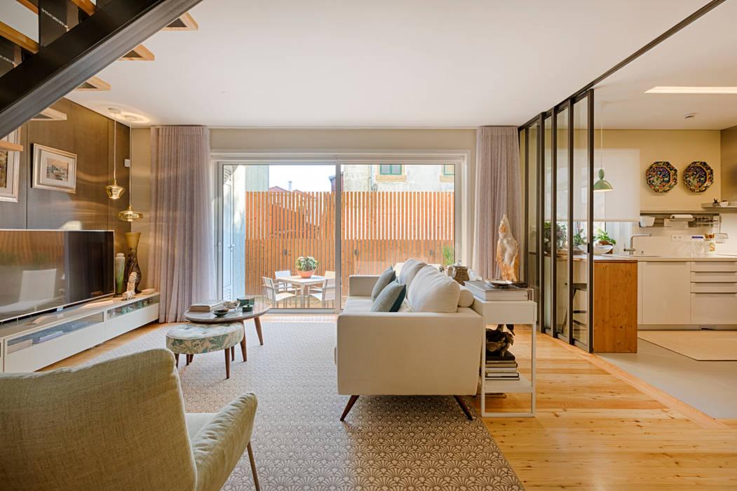 Sala - Moradia em Leça da Palmeira - SHI Studio Interior Design: Salas de estar  por SHI Studio, Sheila Moura Azevedo Interior Design