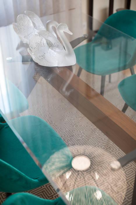 Mesa de jantar - Moradia em Leça da Palmeira - SHI Studio Interior Design: Salas de estar  por SHI Studio, Sheila Moura Azevedo Interior Design
