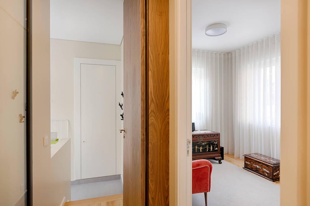 Piso 1 - Moradia em Leça da Palmeira - SHI Studio Interior Design: Escritórios e Espaços de trabalho  por SHI Studio, Sheila Moura Azevedo Interior Design