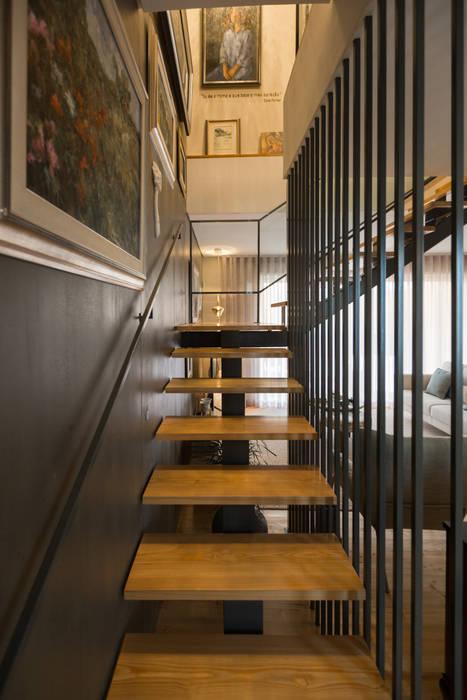 Escadaria - Moradia em Leça da Palmeira - SHI Studio Interior Design: Escadas  por SHI Studio, Sheila Moura Azevedo Interior Design