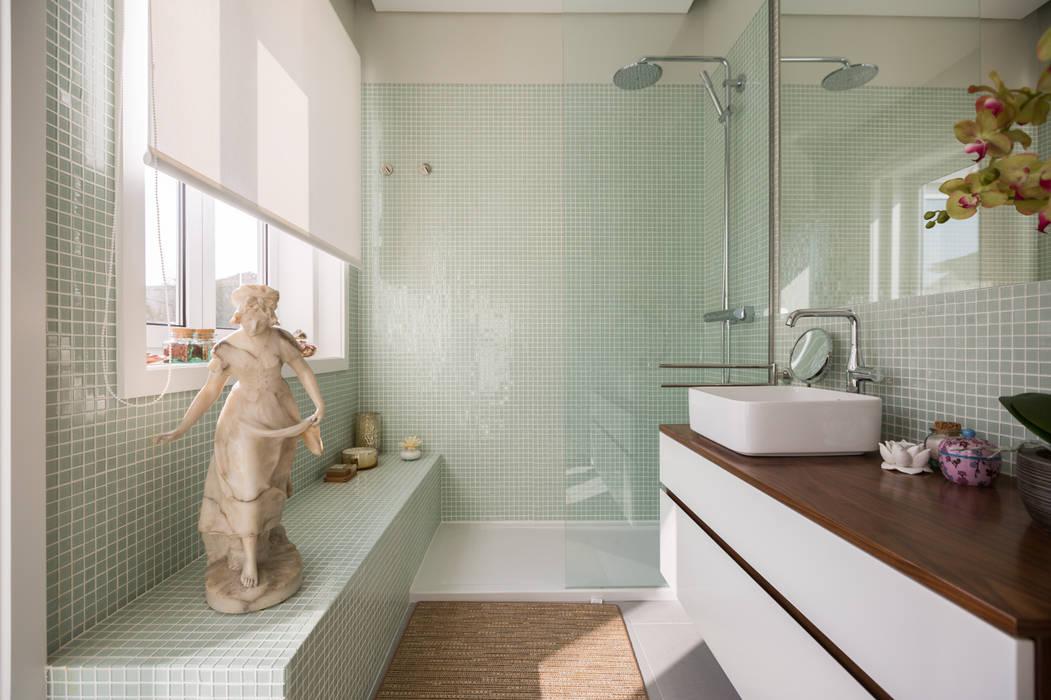 Casa de banho - Moradia em Leça da Palmeira - SHI Studio Interior Design: Casas de banho  por SHI Studio, Sheila Moura Azevedo Interior Design